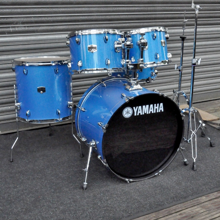 "Yamaha Gigmaker 22"" Rock Drum Kit with hardware in Blue Ice Sparkle"