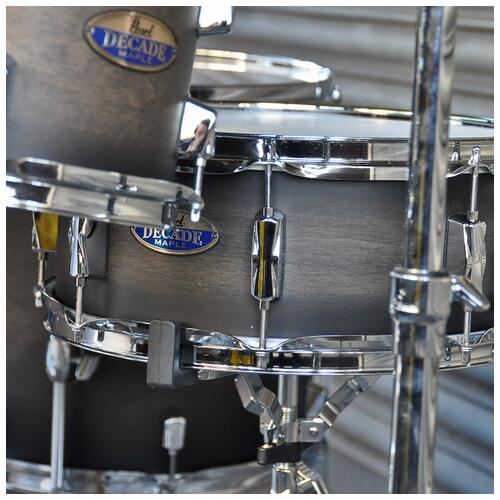 """Image 5 - Pearl 8"""", 10"""", 12"""", 14"""", 20"""" Decade Shell Pack with Snare in Satin Black Burst"""